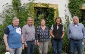 Fünf Ehrenamtliche positionieren sich für ein Foto. - AWO Forchheim